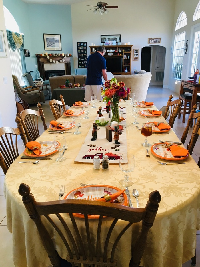 thanksgiving-dinner-4663724_1920.jpg
